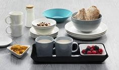 iittala Teema Dinnerware An undisputed classic Scandinavian dinnerware, iittala Teema is celebrated for its innovation, function, durability and beauty. Designed by Kaj Franck in iittala Teema remains a practical and ver. Scandinavian Dinnerware, Breakfast Photo, Autumn Table, Vintage Kitchenware, Blue Plates, Vintage Pottery, Simple Shapes, Serving Dishes, Scandinavian Style