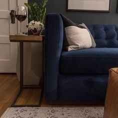 Curling up on the couch after a long day at work is among my favorite hobbies. I teamed up with some blogger friends to share how we enjoy our homes at night for the #anightin series hosted by @chrislovesjulia and @yellowbrickhome. Check out our evenings spaces with the link in my profile! Big thanks to @article for making our homes even cozier. #ourarticle #ad
