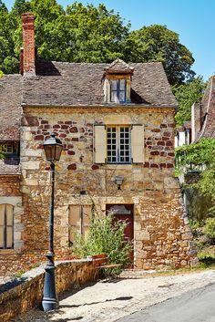 https://flic.kr/p/wpmDTA   pretty house   Hautefort, France