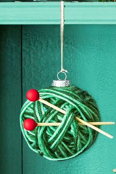 42 Homemade DIY Christmas Ornament Craft Ideas - How To Make Holiday Ornaments diy christmas These DIY Christmas Ornaments Will Make Your Tree Truly One of a Kind Easy Christmas Ornaments, How To Make Ornaments, Christmas Diy, Ornaments Ideas, Handmade Ornaments, Christmas 2019, Christmas Balls, Paper Ornaments, Ornaments Design