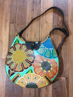 Leather Hand Painted Purse Leather Purses, Leather Wallet, Painted Canvas Bags, Leather Bag Design, How To Make Purses, Floral Shoulder Bags, Art Bag, Diy Purse, Painting Leather