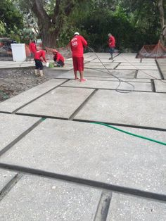 Concrete slabs with exposed shell aggregate Concrete slabs with exposed shell aggregate Concrete Patios, Outdoor Patio Pavers, Patio Slabs, Patio Flooring, Backyard Patio, Backyard Landscaping, Patio Roof, Garage Beton, Driveway Design