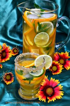 Limonada de citrice - CAIETUL CU RETETE Happy Drink, Lemon Detox, Fruit Infused Water, Romanian Food, No Cook Desserts, Raw Vegan Recipes, Health Snacks, Summer Treats, Drinking Tea