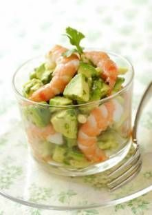 A great food is a food that contains complete nutrition and has a delicious flavor. And that kind of great foods can be applied on your healthy lunch ideas. Seafood Recipes, Appetizer Recipes, Avocado Tatar, Appetisers, Food Inspiration, Love Food, Entrees, Food And Drink, Healthy Eating