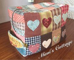 Neceser Mimi Contiene: telas, charms y cremallera. Patrones e instrucciones Precio: 34€