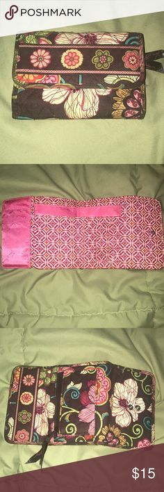 Vera Bradley wallet Vera Bradley wallet, used once, perfect condition Vera Bradley Bags Wallets
