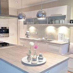 Agencement Cuisine : Bright kitchen Bright kitchen Sharing is caring, don't forget to share ! Kitchen Dinning, New Kitchen, Kitchen Decor, Kitchen Ideas, Dining, Kitchen Interior, Home Interior Design, Küchen Design, House Design