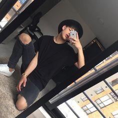 Siempre visto de negro, siento que como para ser tan oscuro te lleva a lugares increíbles 🖤 Comenta tu color favorito