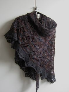 FREE - Morrígan Pattern | Beautiful version knitted by Maanel on rav.