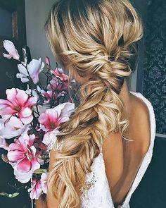 Messy braid hairstyle for bohemian bride #braids #bohohair #weddinghair