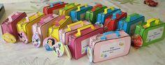 Afscheidskadootje peuterschool (in de koffer zit een klein puzzeltje en een sleutelhangertje vastgemaakt aan handvat)