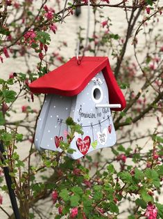 The Wedding Date, Gift Wedding, Deco Nature, Bird Houses Painted, Nesting Boxes, Moving House, Cute Birds, Personalized Wedding Gifts, House Painting