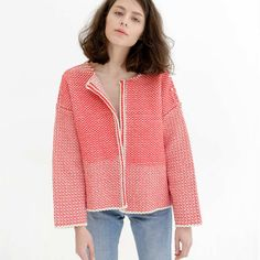 This cardigan explores a type of knitwear that brings its structure closer to weave. Knitted in beautiful thick Spanish cotton and full of special details.