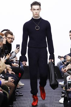 J.W.Anderson Fall 2016 Menswear Fashion Show