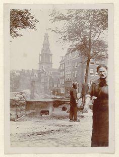 James Higson   Zuiderkerk in Amsterdam viewed from Zwanenburgwal, James Higson, 1904   Op de voorgrond huizen aan de Raamgracht, brug nr. 230 en de ingang naar de Moddermolensteeg