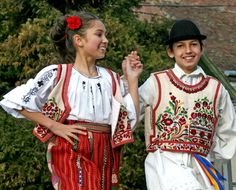 Dansul popular iti poate transforma copilul in vedeta Popular, Romania, Dance, Costumes, My Love, Dancing, Dress Up Clothes, Popular Pins, Costume