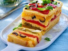 Avec les lectrices reporter de Femme Actuelle, découvrez les recettes de cuisine des internautes : Terrine de polenta aux poivrons grillés & roquette aux amandes fumées