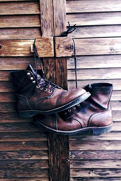 Perfectly worn work boots. ★★★★★★★★★★★★★★★