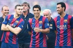 (L-R) Thomas Vermaelen, Luis Suarez and Sergio Busquets of FC Barcelona share a joke during the official presentation of the FC Barcelona prior to the Joan Gamper Trophy match between FC Barcelona and Club Leon at Camp Nou on August 18, 2014 in Barcelona, Catalonia.