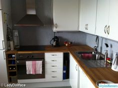 60-talskök - 5 idéer till ditt hem Marimekko, Kitchen Cabinets, Home Decor, Decoration Home, Room Decor, Cabinets, Home Interior Design, Dressers, Home Decoration