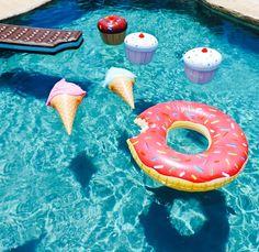 Pool cupcake party #mapausenetrecopines #perfectbreak