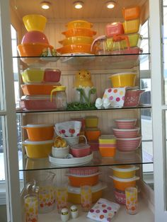 Pyrex; Spring cabinet, Sunflower Daisy and PINK! 2016