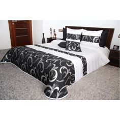 Čierno biely prehoz na manželskú posteľ so striebornými ornamentami