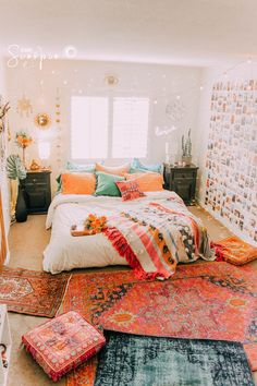 Boho room room inspiration in 2019 room decor, dorm room, bedroom decor. Dream Rooms, Dream Bedroom, Bedroom Bed, Boho Bedroom Diy, Pretty Bedroom, Small Bedroom With Couch, Modern Bedroom, Tapestry Bedroom Boho, Jungle Bedroom