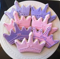Items similar to Decorated Tiara/Crown Cookies, Perfect for a princess birthday party on Etsy Iced Cookies, Cute Cookies, Sugar Cookies, Disney Princess Cookies, Princess Cupcakes, Princess Birthday, Princess Party, Princess Sofia, Crown Cookies