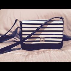 Kate spade leather cross body Very good condition kate spade Bags Crossbody Bags