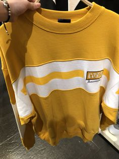 From the Seoul area SPAO brand global reality. SPAO uses a splicing design. With yellow as the fashion tone is the fashion trend of men. Pop Fashion, Fashion Design, Fashion Trends, Fashion Women, Kids Outfits, Cool Outfits, Apparel Design, Mens Sweatshirts, Athleisure