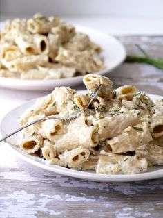 Caramelized Onion, Goat Cheese and Rosemary Mac 'n' Cheese - no milk or heavy cream needed!
