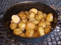 Potato's in a black pot on the fire. ◘ ◘ ◘ ◘ ◘ ◘ Ons Travel Club About South African Recipes, Weekend Breaks, Pretzel Bites, Day Trips, Touring, Potato, Fire, Club, Travel