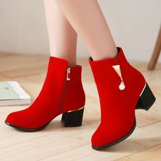 Nowadays, latest shoes designs coming in the market for girls and women. So, in this post we have collected some of the cool ladies boots for next trends. Chunky Heel Ankle Boots, Black Ankle Boots, Heeled Boots, Shoe Boots, Kawaii Shoes, Stylish Boots, Kinds Of Shoes, Trendy Shoes, Fashion Boots