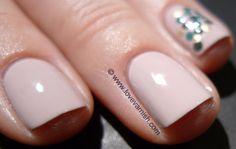 Dotticure with $OPI XOX Betsey, 2 Sinful Colors and China Glaze 2030. #Nailart #Nailpolish #Polish #Swatches #Glitter