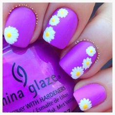 Love the color and the daisies. Maybe not on all nails
