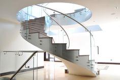 spindeltreppe glasgeländer-modern innendesign-idee