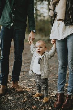Family photos in the woods Family Photos What To Wear, Family Photos With Baby, Outdoor Family Photos, Fall Family Pictures, Family Pics, Casual Family Photos, Outdoor Family Portraits, Large Family Poses, Family Picture Poses