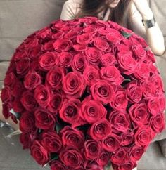 Beautiful rose bouquet for Valentine's Day - Via Shimka Zeeni Love Flowers, My Flower, Fresh Flowers, Flower Power, Luxury Flowers, Flower Ball, Wedding Flowers, Black And Red Roses, White Roses