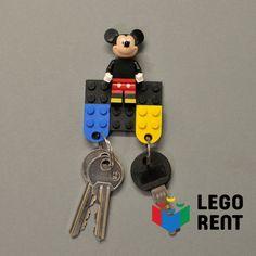 Vianočný darček na poslednú chvíľu? Vyrob z Lega parádny držiak na kľúče! Alebo podaruj #predplatne do Legorentu ;) Oboje ešte stíhaš. A návod na oboje nájdeš na našej webstránke. #legorent #pozicovnalega #zerowaste #najlepsidarcek Lego, Personalized Items, Legos
