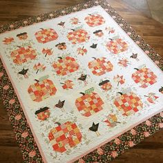 Here's the full quilt since some of you requested it. The pumpkins and maple leaves are in Farm Girl Vintage by Lori Holt. The bird and… Halloween Quilts, Halloween Quilt Patterns, Halloween Sewing, Halloween Crafts, Cute Quilts, Scrappy Quilts, Mini Quilts, Pumpkin Quilt Pattern, Pumpkin Patterns
