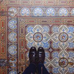 Salut beauté  #lecarrelagedepaule #ihavethisthingwithfloors #tileaddiction #tiles #fromwhereistand #bruxelles #brussels #explore #heschung #fujifilmx30 #fujix30 by paule_henriette