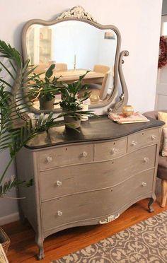 Chalk painted vintage dresser with mirror Wood Crafts Furniture, Diy Furniture Easy, Chalk Paint Furniture, Refurbished Furniture, Repurposed Furniture, Furniture Making, Furniture Makeover, Furniture Ideas, Narrow Dresser