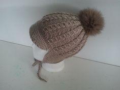 Mütze mit  Fell-Pelz-Bommel von SchnupiksStrickStube auf DaWanda.com