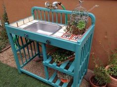 Here's a great idea for a garden project. Take one old baby crib or changing table and an old sink and make yourself a gardening sink / potting station.