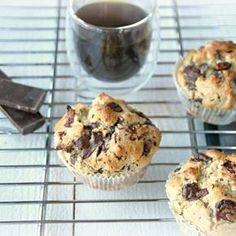 Deze yoghurtmuffins met havermout en chocoladestukjes, als ontbijt of gezonder tussendoortje, ze zijn gegarandeerd een succes, ook bij de kleinsten. #recept #opdeblog These ridiculously delicious chocolate oat yogurt muffins make a healthy breakfast of a snack #recipe #ontheblog #yogurtmuffins #yoghurtmuffins #havermout #oatmuffins #chocolate #chocolade #healthyfood #healthybreakfast #healthysnack #gezondontbijt #gezondigen #truitjeroermeniet