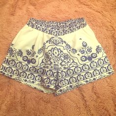 Printed shorts size small Super cute blue and white stretch waist shorts with pockets! Adorable porcelain print. Worn once. No brand tag and I don't remember so the one listed is just a random pick Sabo Skirt Shorts