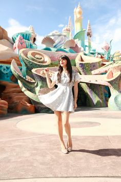 Mermaid lagoon at Tokyo Disneyland! The attention to detail in this Disney park is amazing! And what a cute disney photo idea too! Tokyo Disneyland, Disneysea Tokyo, Cherry Blossom Girl, Cherry Blossoms, Art Public, Last Unicorn, Mermaid Lagoon, Dapper Day, Looks Chic