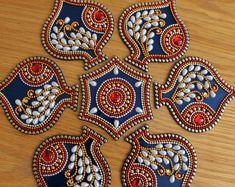 Re-Usable Kundan Pan design Rangoli Blue Diwali Lakshmi Diwali Diy, Diwali Craft, Mandala Sketch, Diya Rangoli, Thali Decoration Ideas, Diwali Decorations At Home, Acrylic Rangoli, Rangoli Patterns, Beaded Crafts