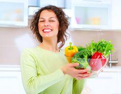 Conheça os 6 alimentos que você deve incluir no seu cardápio. Além de gostosos, eles vão te deixar mais feliz: